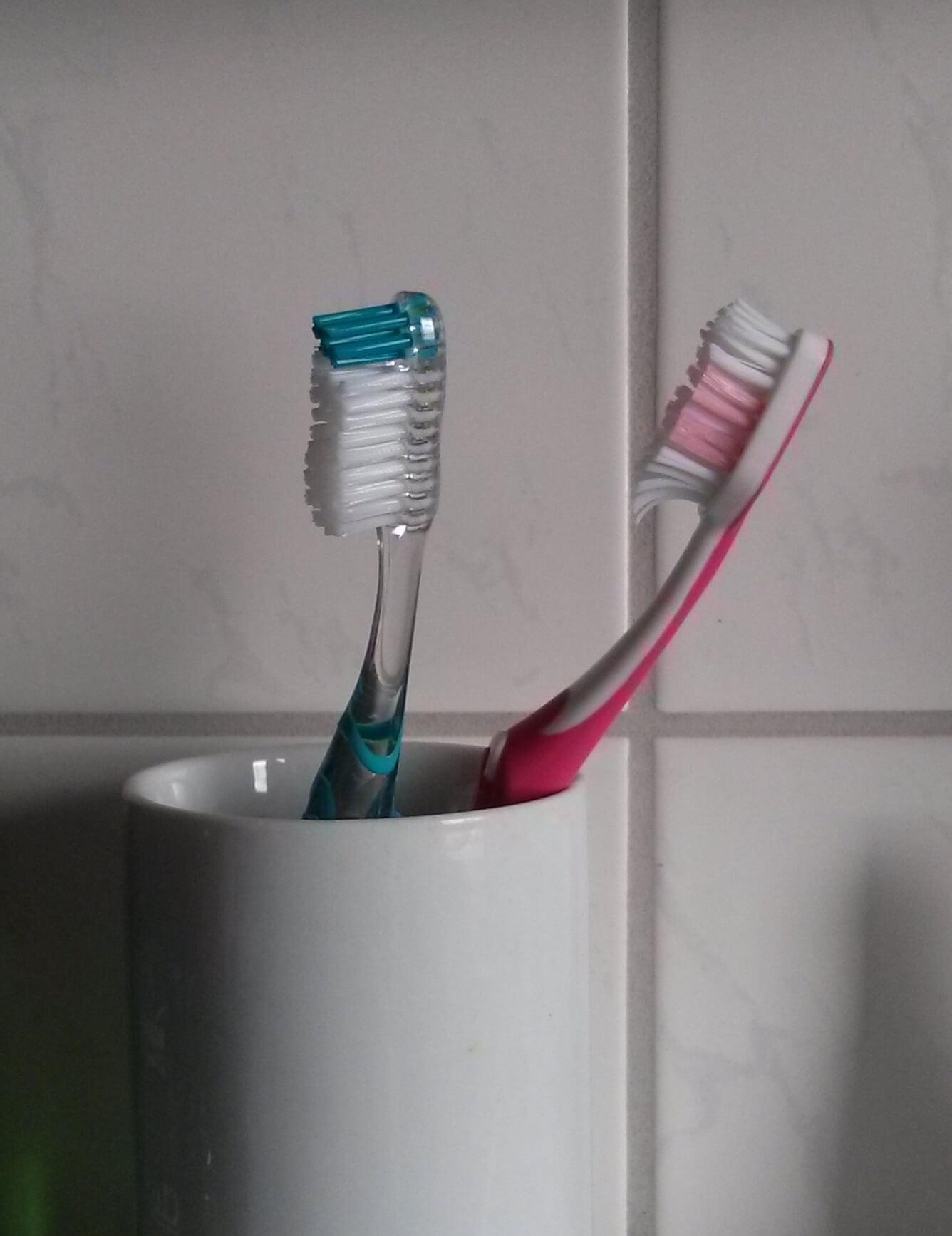 Rosa Zahnbürsten