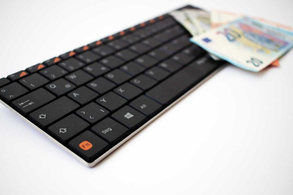 Leider keine Schleichwerbung für den Hersteller dieser Tastatur - aber Staub gabs inklusive.